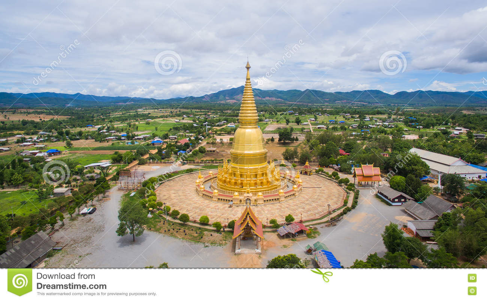 Vogelperspektive-goldene Pagode Sri Vieng Chai Of Phra Phutthabat Huai