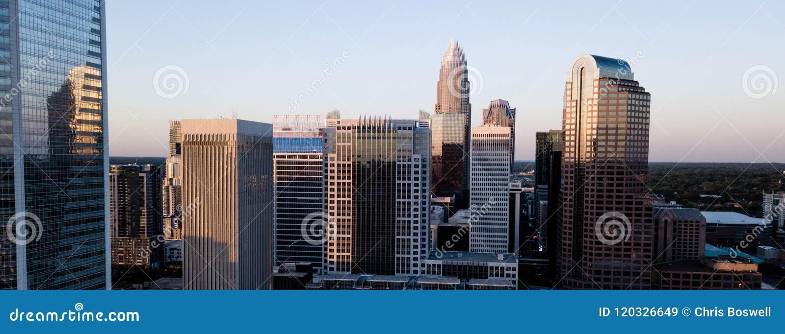 Vogelperspektive von ausgewählte Gebäude-im Stadtzentrum gelegenen Stadt-Skylinen von Charlotte