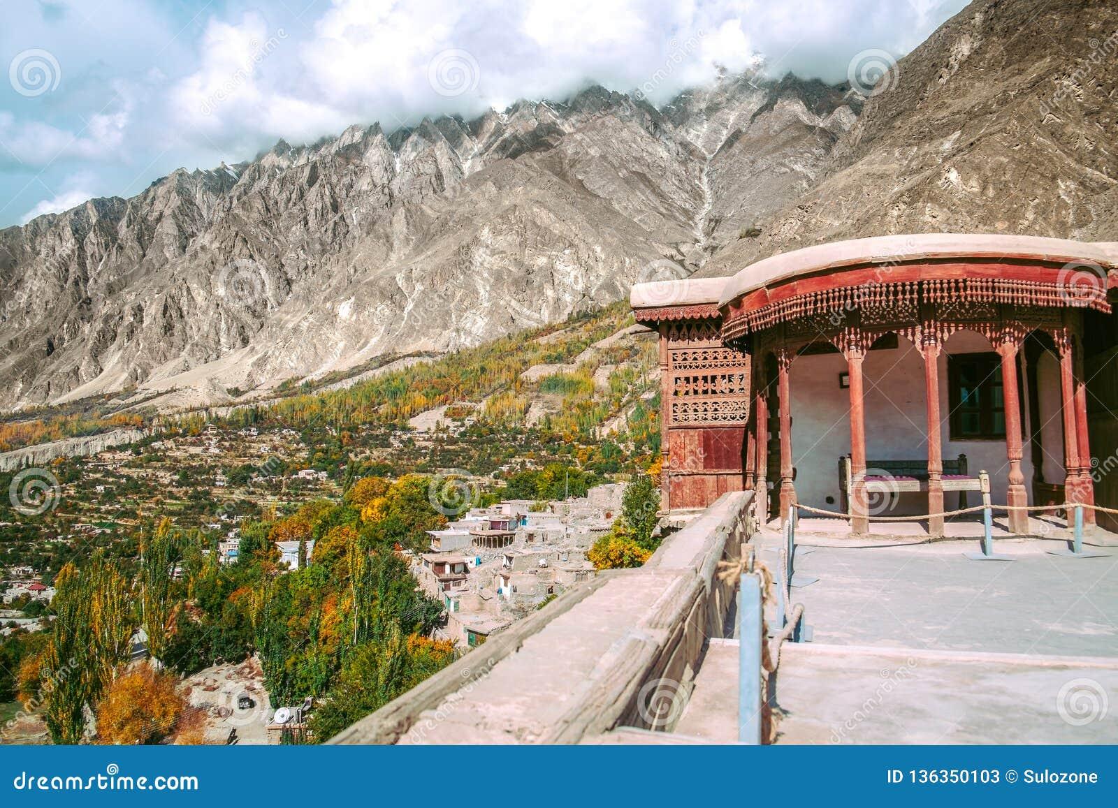 Vogelperspektive von Hunza-Tal von Baltit-Fort in der Herbstsaison Gilgit baltistan, Pakistan