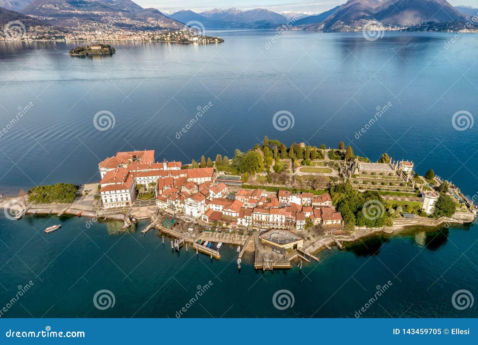 Vogelperspektive von Insel Bella am See Maggiore, ist eine der Borromean-Inseln in Piemont von Nord-Italien, Verbania
