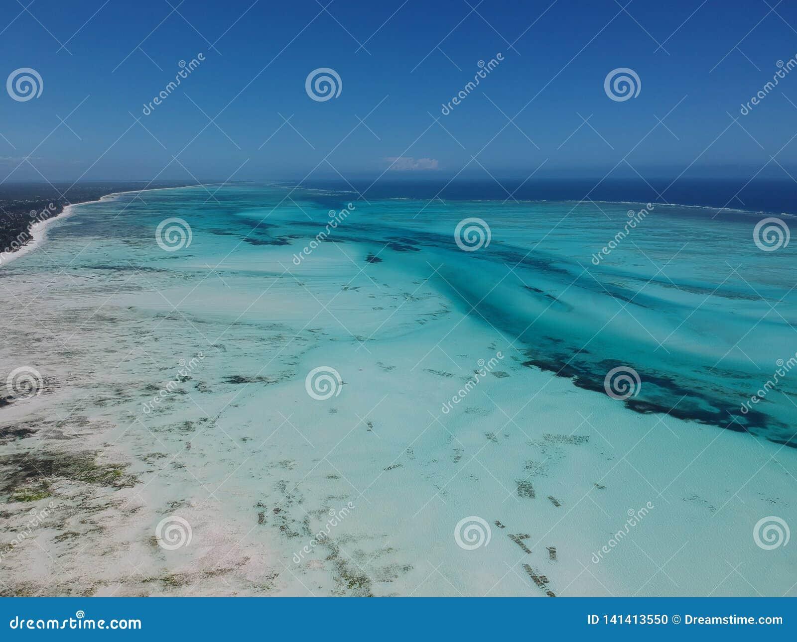 Vogelperspektive von Jambiani-Strand in Sansibar, Tansania
