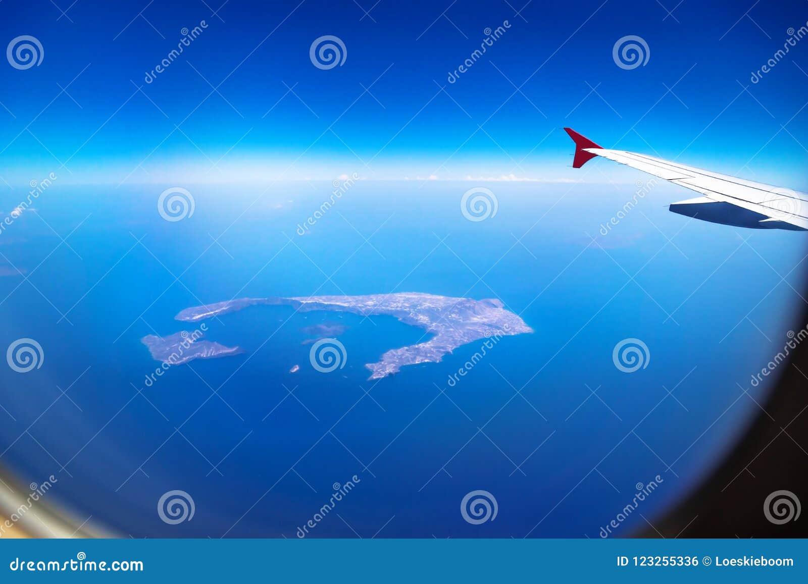 Vogelperspektive von Santorini-Insel von einer Fläche mit Fenster und Flugzeug beflügeln, Santorini, Griechenland
