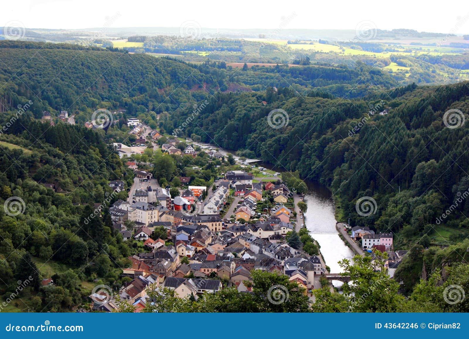 vogelperspektive von vianden stadt in luxemburg europa stockfoto bild 43642246. Black Bedroom Furniture Sets. Home Design Ideas