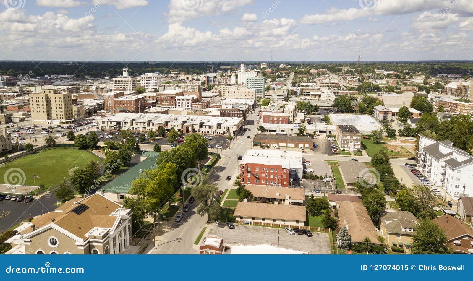 Vogelperspektive-wunderliches reizend und bescheiden über Springfield Missouri