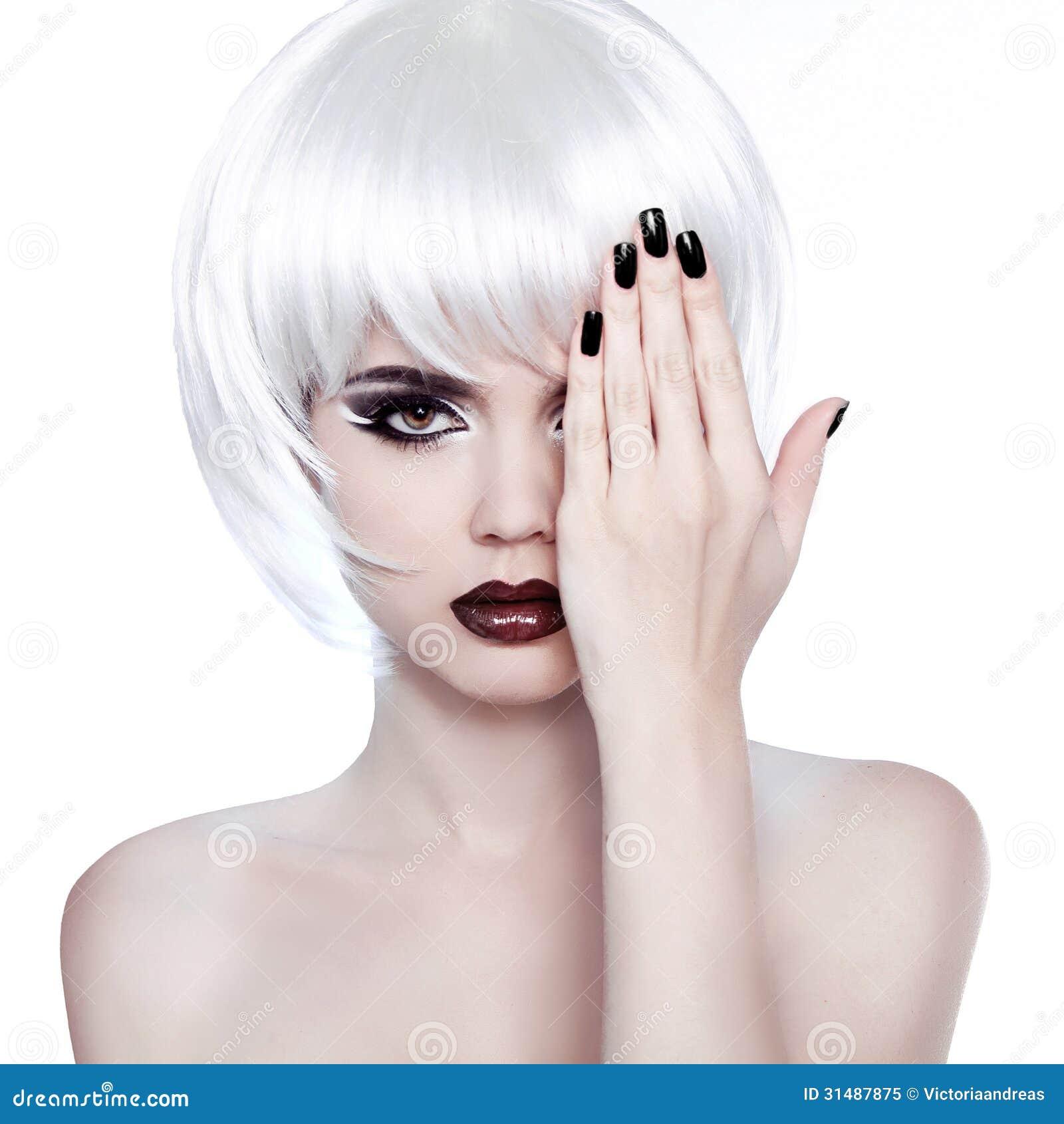 Vogue Style Woman. Fashion Beauty Woman Portrait With