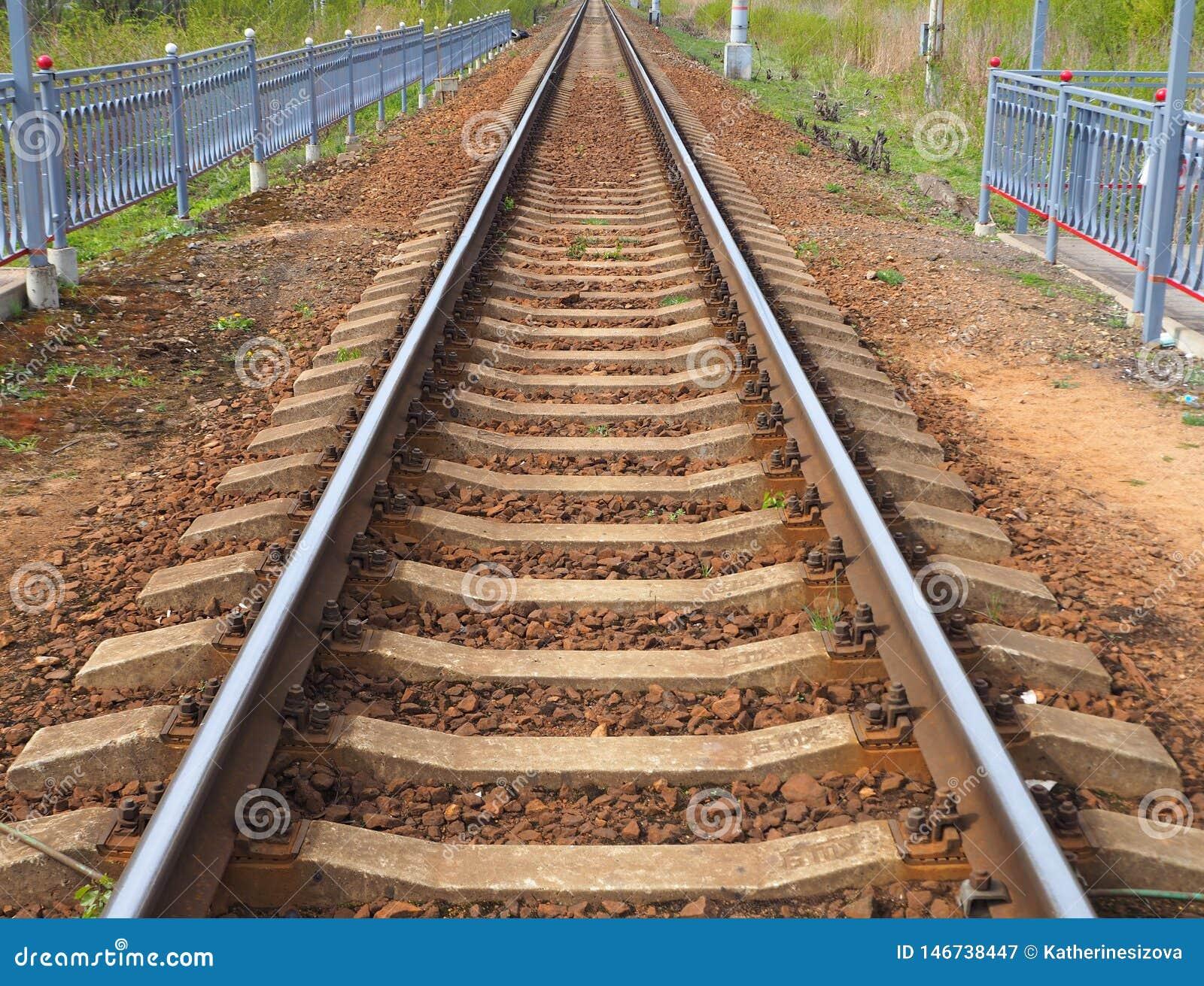 Voie de chemin de fer à l infini