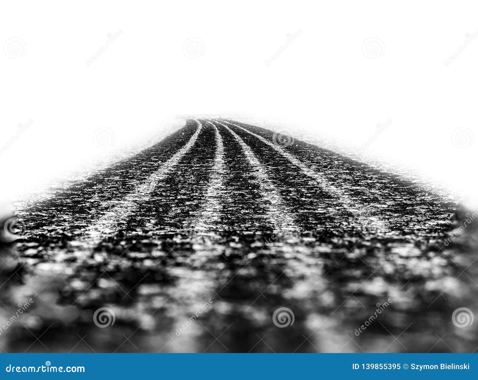 Voie de pneu de voiture sur l asphalte