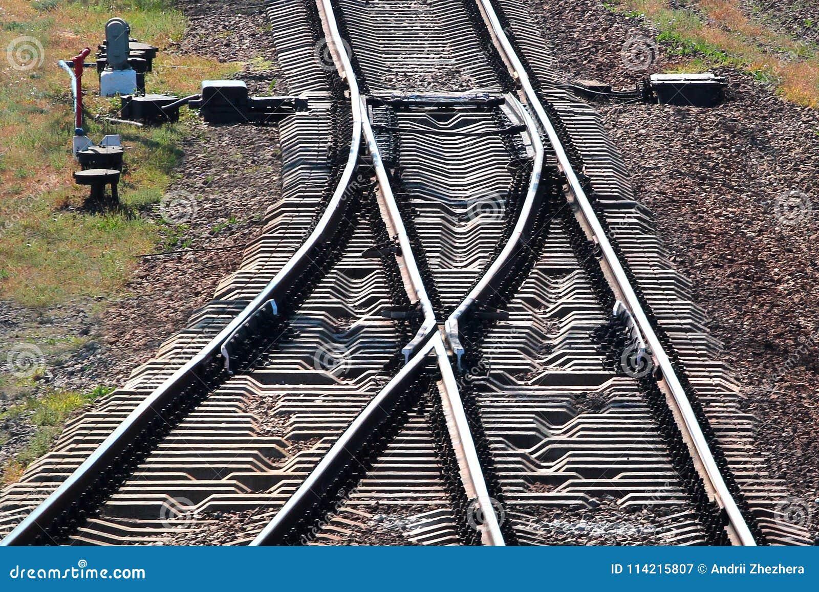 Voies de chemin de fer avec le commutateur