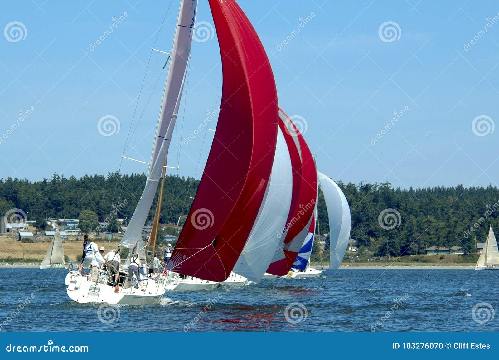Voilier emballant sur Puget Sound, île de Whidbey, Washington State,