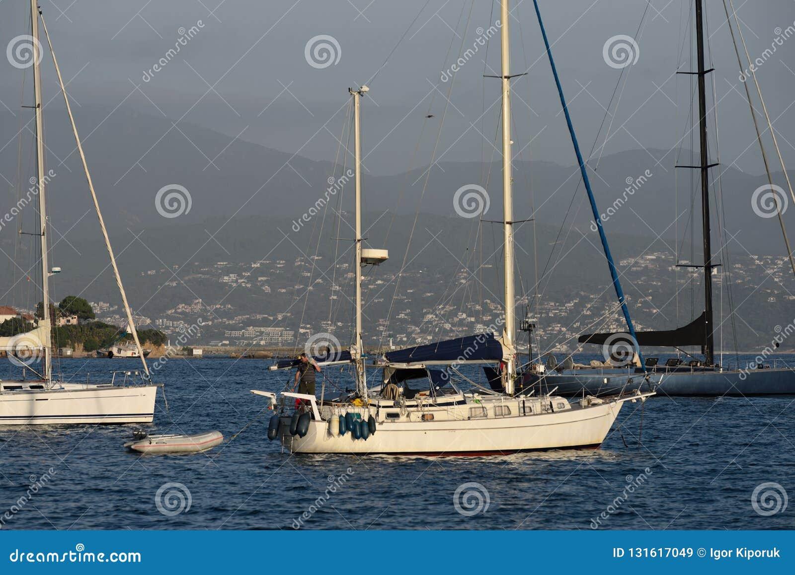 Voiliers dans l ancrage dans la baie d Ajaccio