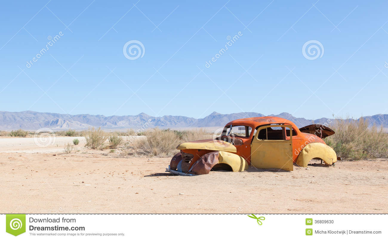 voiture abandonn e dans le d sert de namib photo stock image 36809630. Black Bedroom Furniture Sets. Home Design Ideas