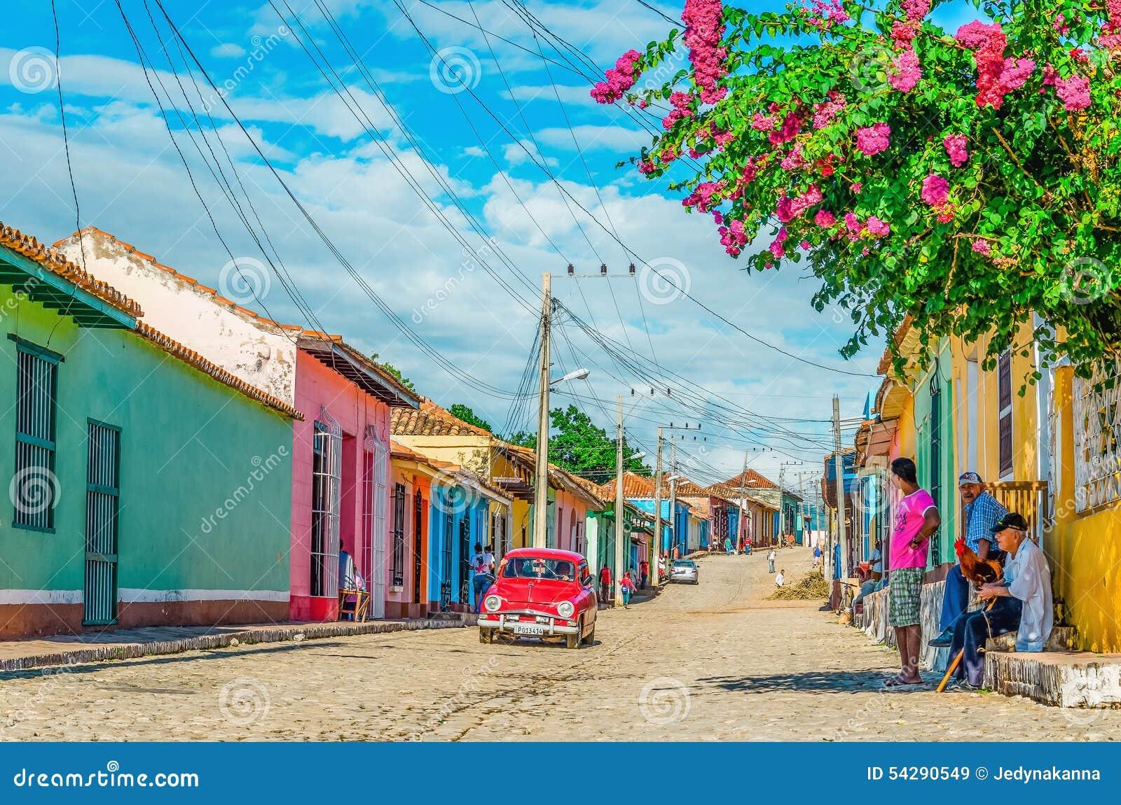 Voiture américaine classique dans des rues du Trinidad, Cuba