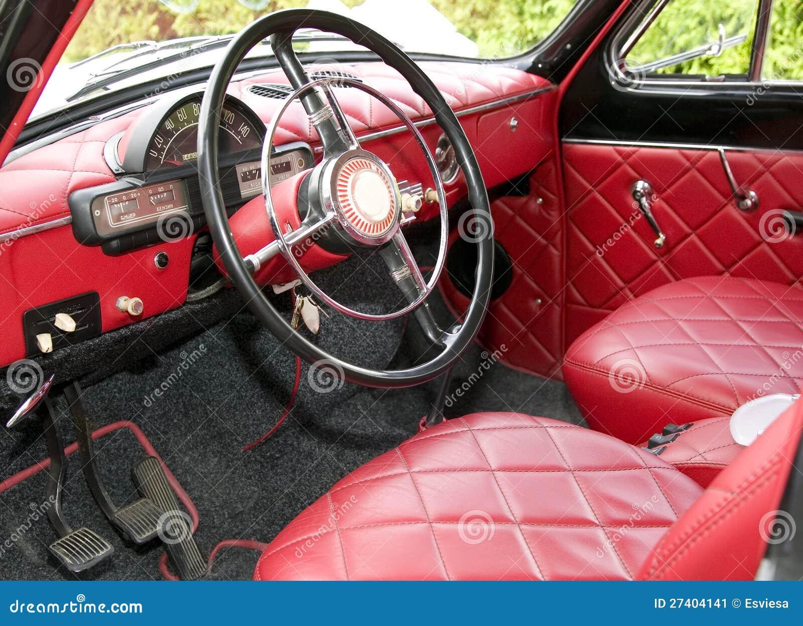 Voiture ancienne avec l 39 int rieur rouge l 39 int rieur for Interieur voiture