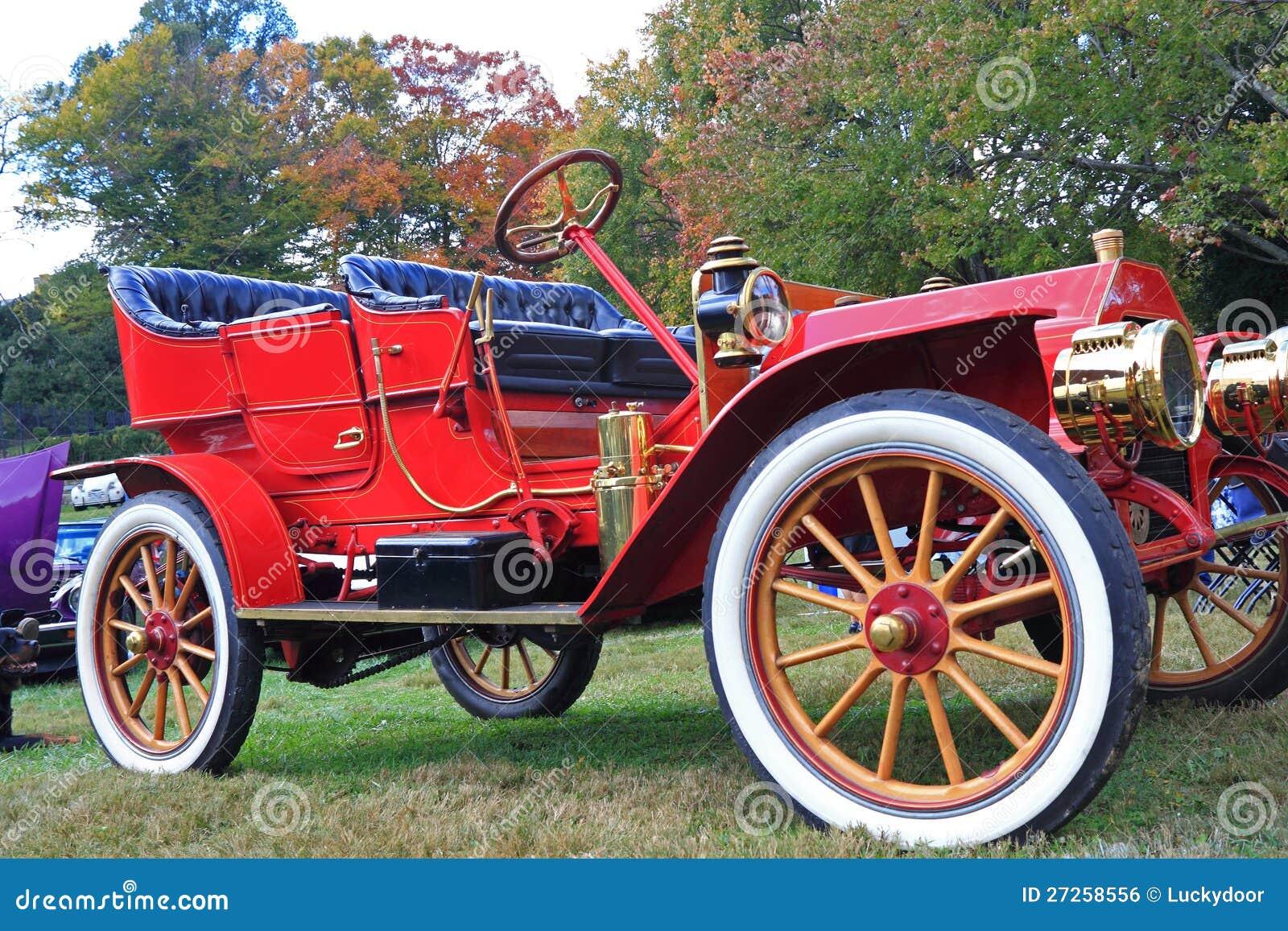 voiture ancienne rouge photo stock image du pr sentation 27258556. Black Bedroom Furniture Sets. Home Design Ideas