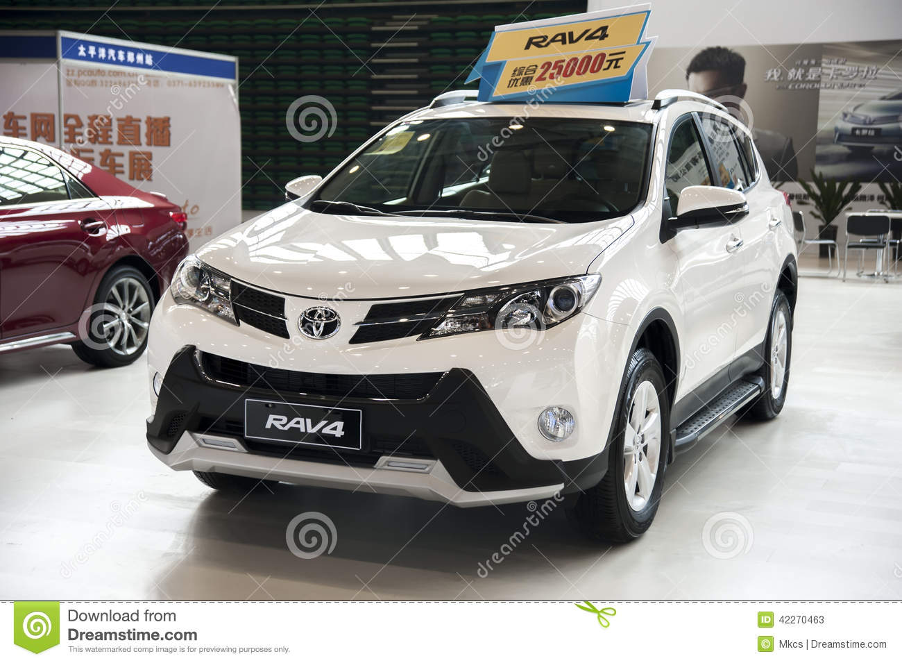 voiture blanche de toyota rav4 photo stock ditorial image 42270463. Black Bedroom Furniture Sets. Home Design Ideas