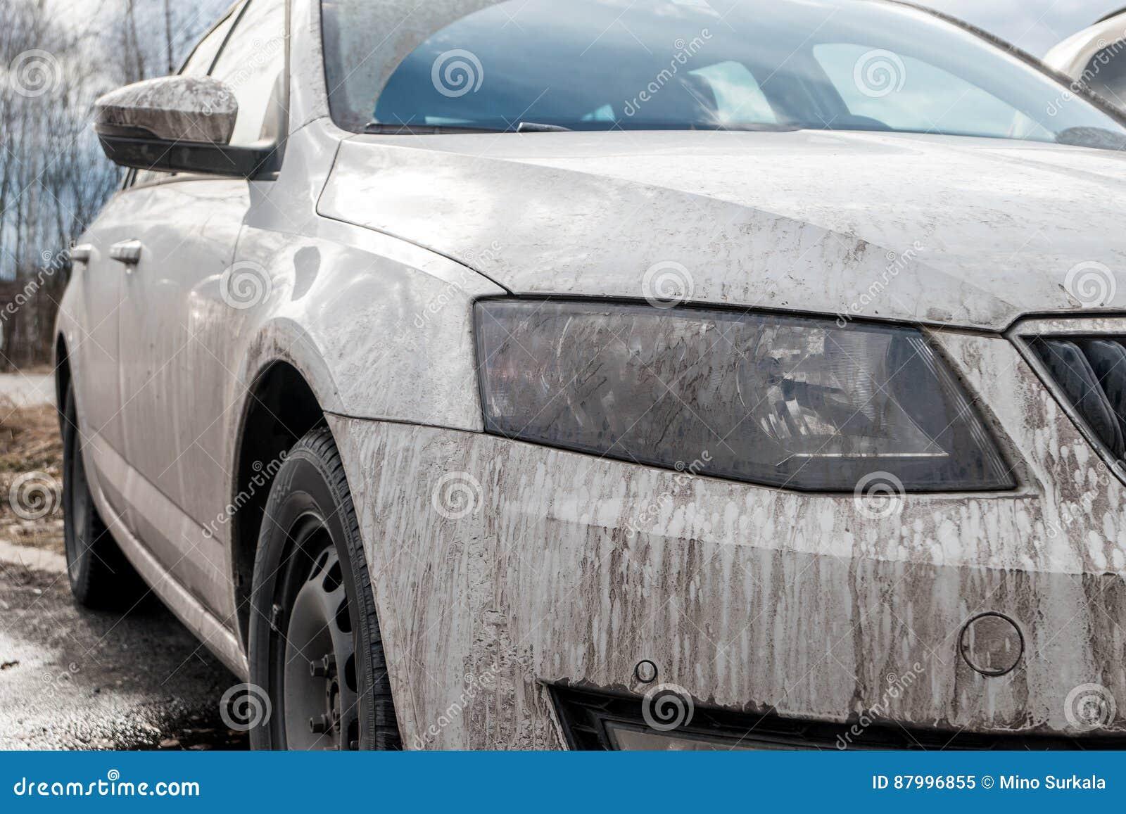 voiture blanche sale image stock image du c t pneu. Black Bedroom Furniture Sets. Home Design Ideas