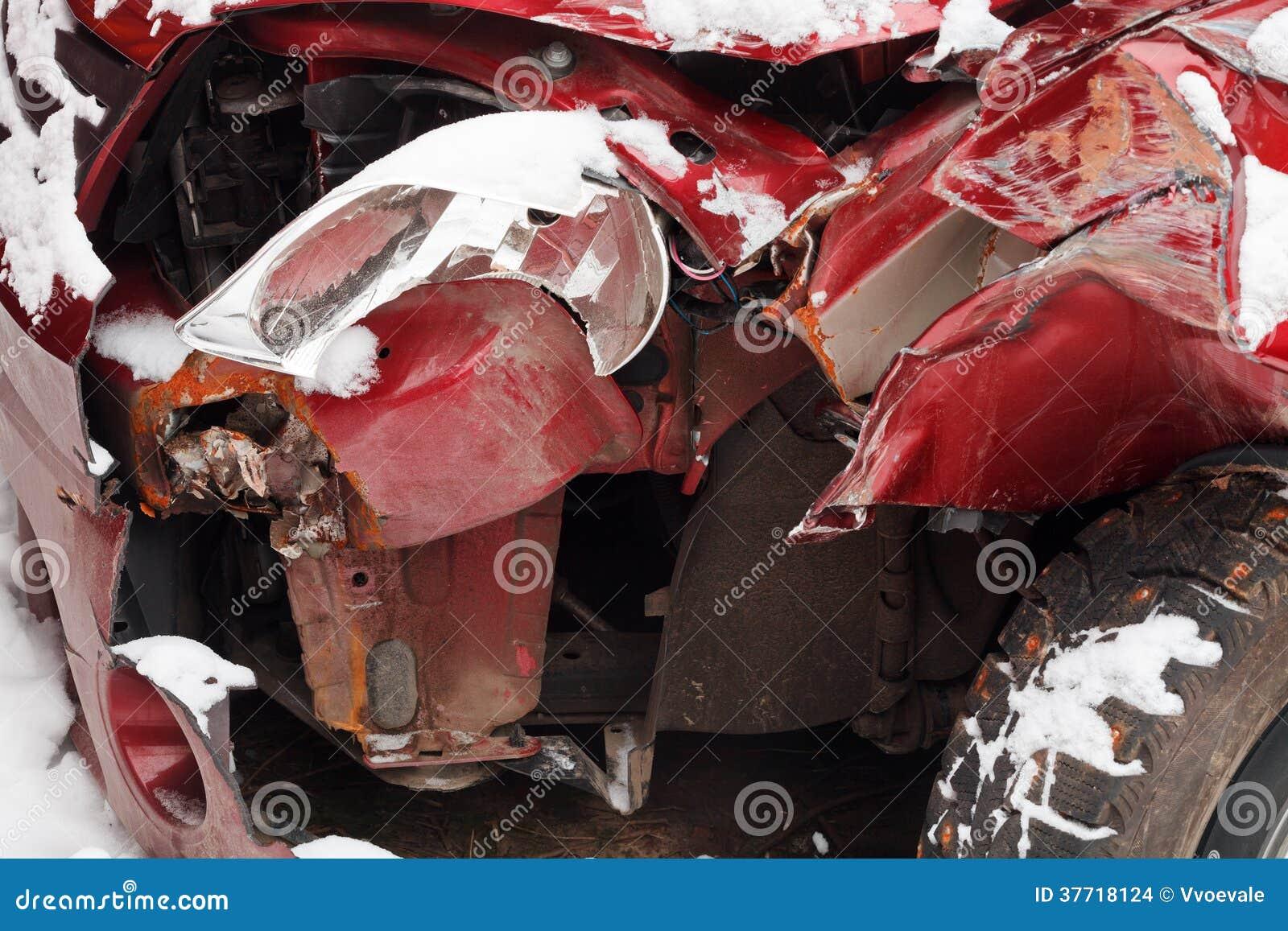 voiture chiffonn e apr s accident de la circulation d 39 hiver photo stock image 37718124. Black Bedroom Furniture Sets. Home Design Ideas