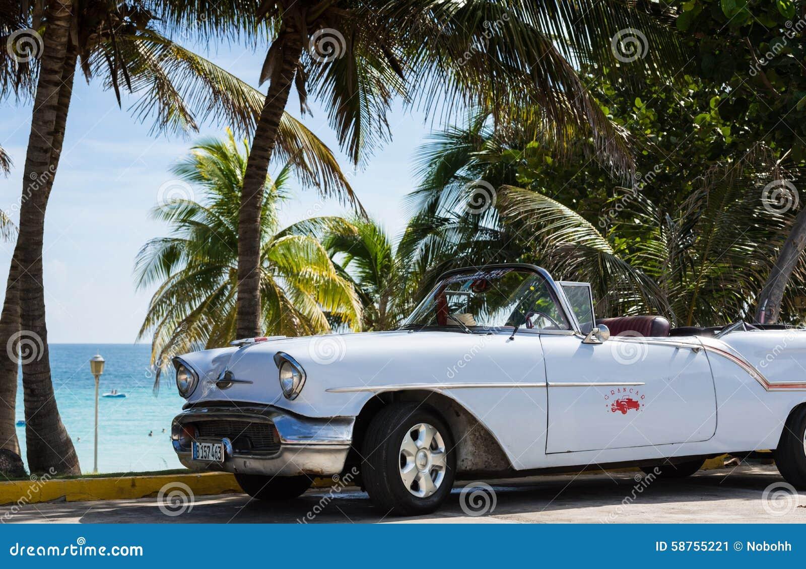 voiture classique blanche gar e pr s de la plage au cuba la havane photo ditorial image 58755221. Black Bedroom Furniture Sets. Home Design Ideas
