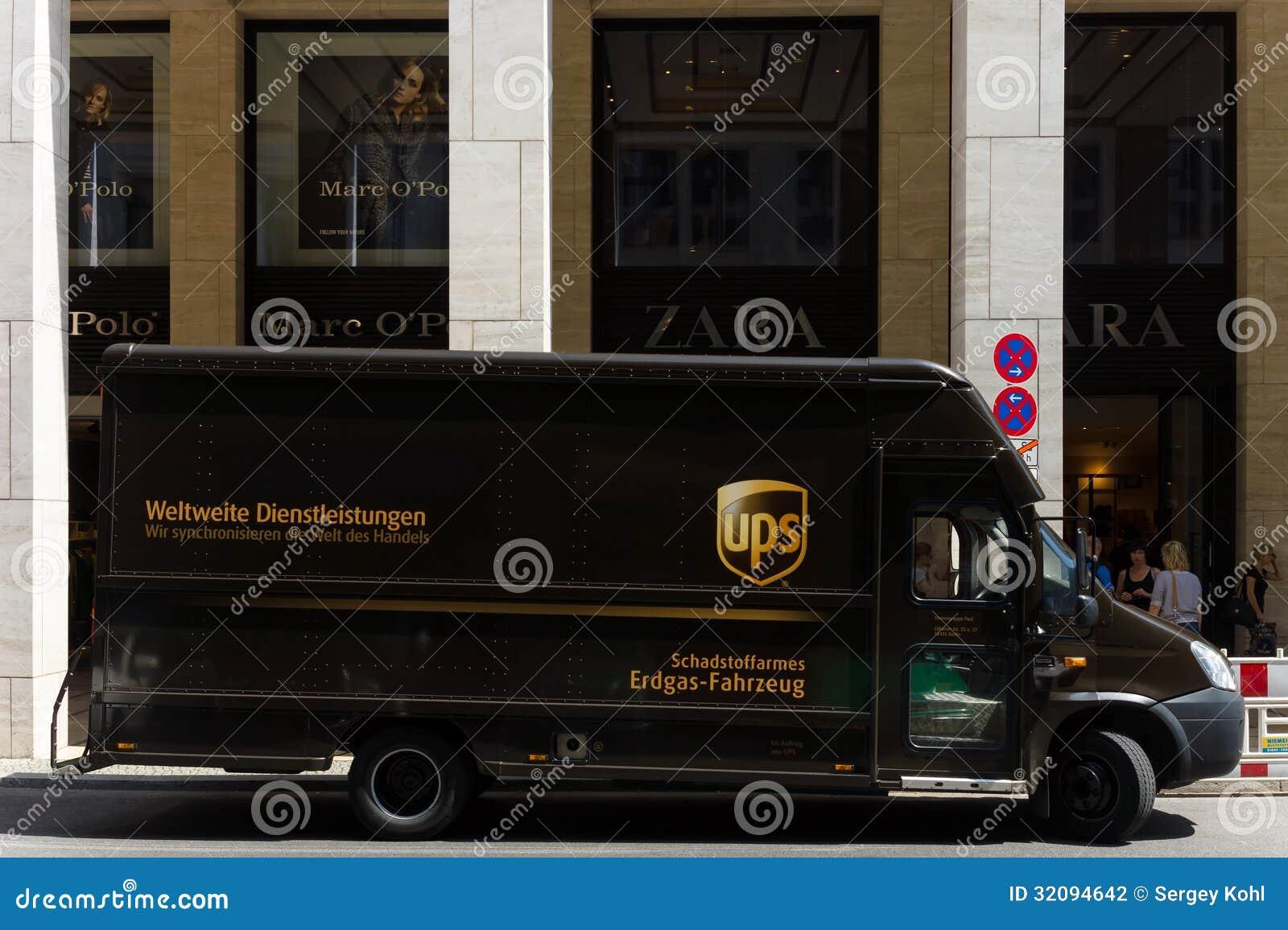 voiture d 39 entreprise united parcel service ups photographie ditorial image 32094642. Black Bedroom Furniture Sets. Home Design Ideas