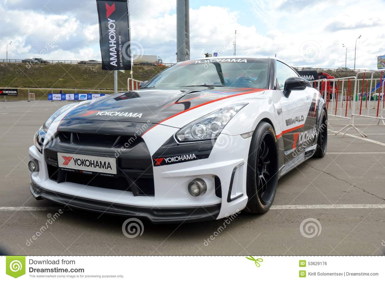 Voiture de course nissan gtr photo ditorial image 53629176 - Voiture de course image ...