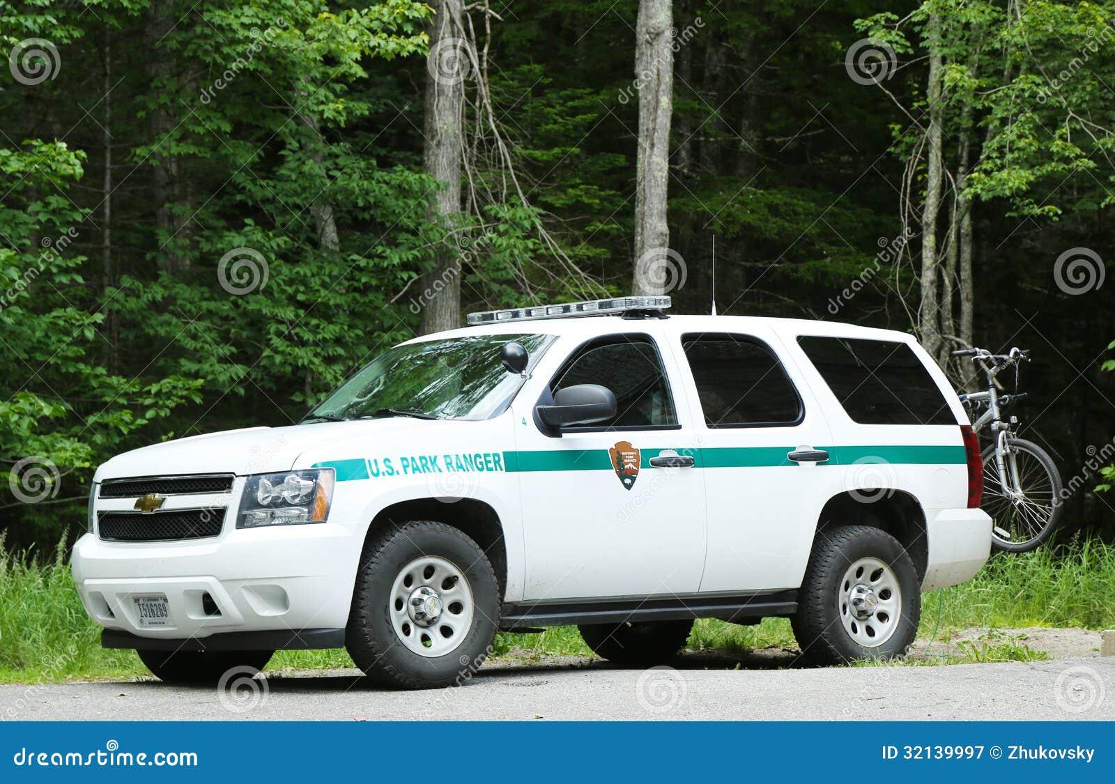 voiture de garde forestier des usa en parc national d 39 arcadie dans le port de barre maine. Black Bedroom Furniture Sets. Home Design Ideas