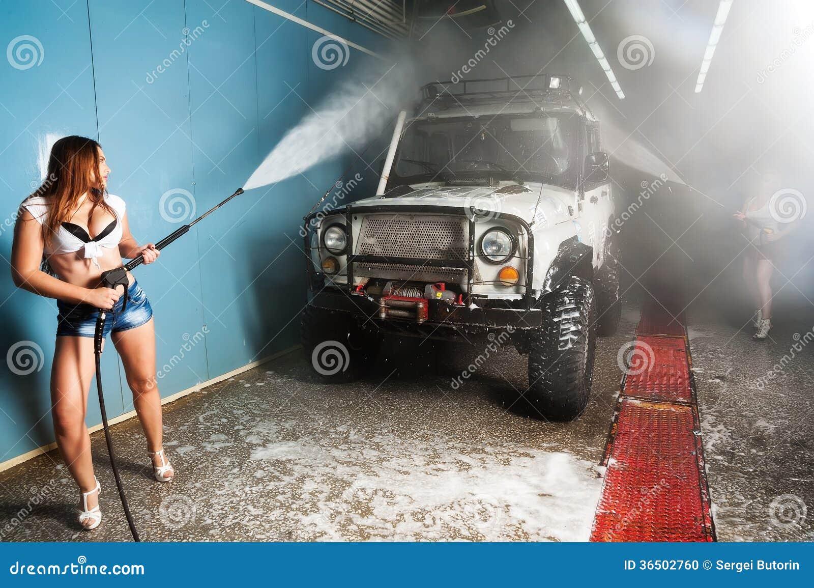 Voiture de lavage de femme sexy