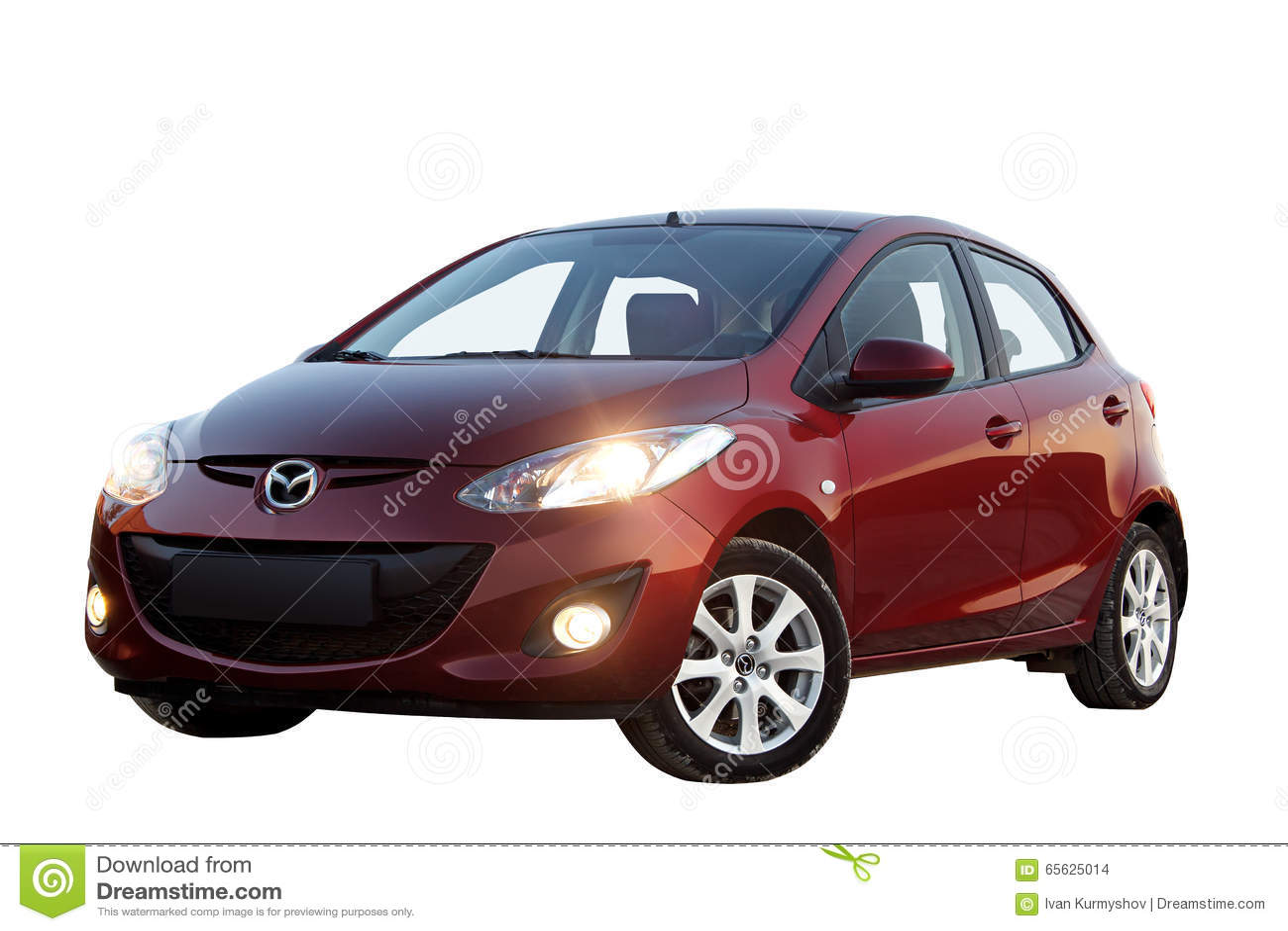 Voiture de Mazda 2 d isolement sur le fond blanc