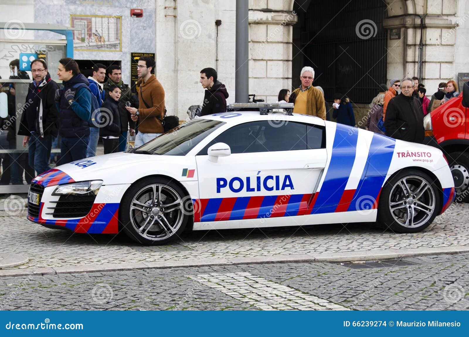 voiture de police gar e sur une rue de ville lisbonne portugal l 39 europe image stock. Black Bedroom Furniture Sets. Home Design Ideas