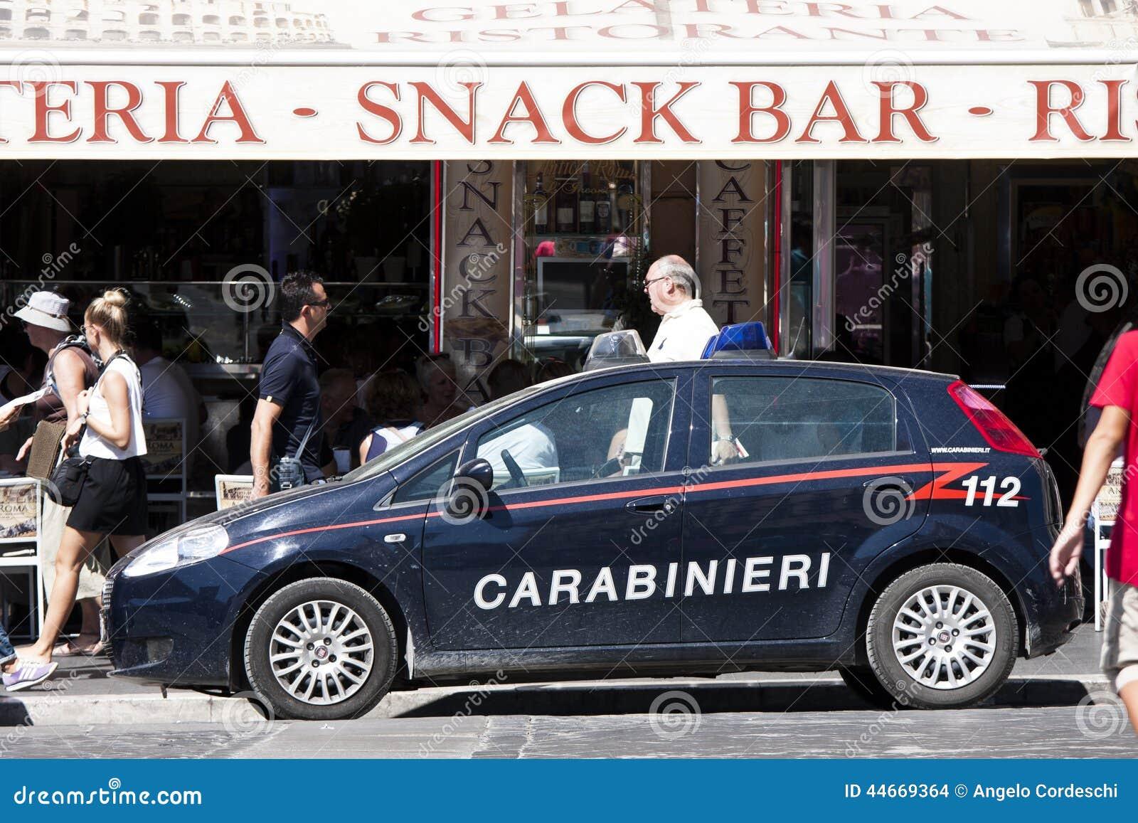 voiture de police italienne carabinieri 112 image stock ditorial image 44669364. Black Bedroom Furniture Sets. Home Design Ideas
