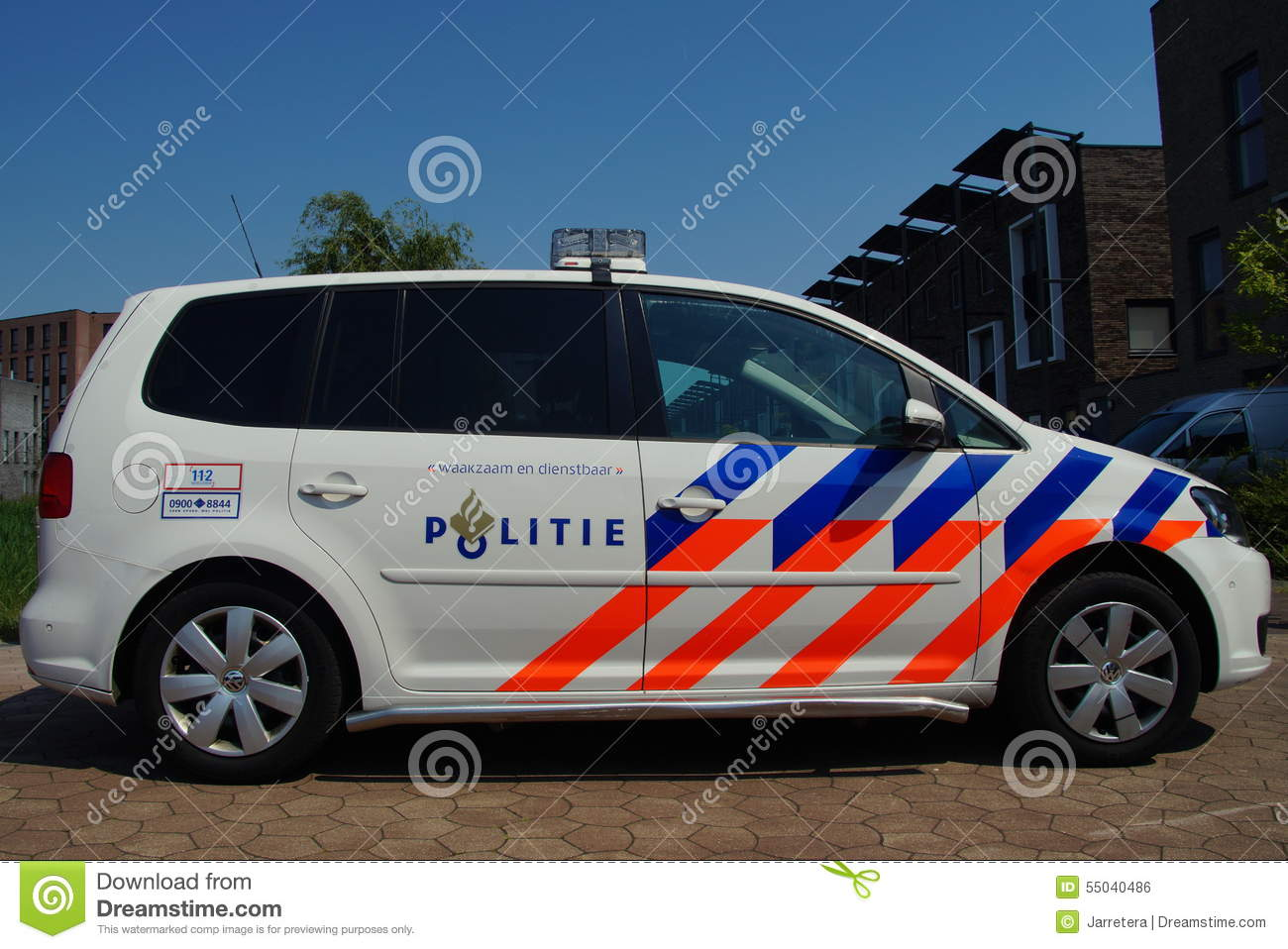 voiture de police n erlandaise volkswagen touran politie de nationale photo ditorial. Black Bedroom Furniture Sets. Home Design Ideas