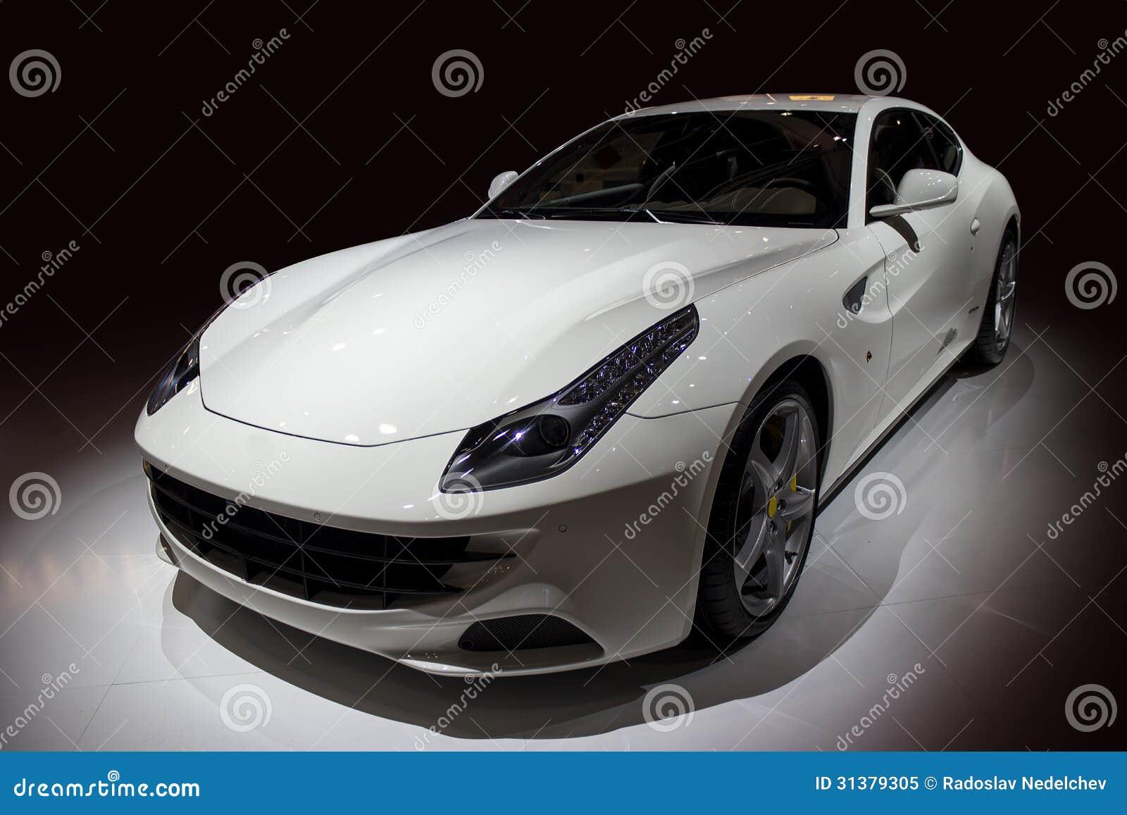voiture de luxe blanche