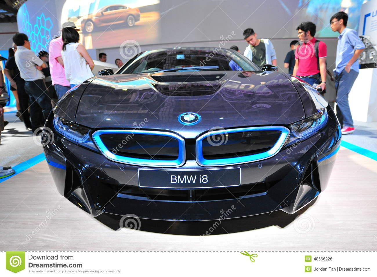 voiture de sport hybride embrochable de bmw i8 sur l 39 affichage au monde 2014 de bmw photo. Black Bedroom Furniture Sets. Home Design Ideas
