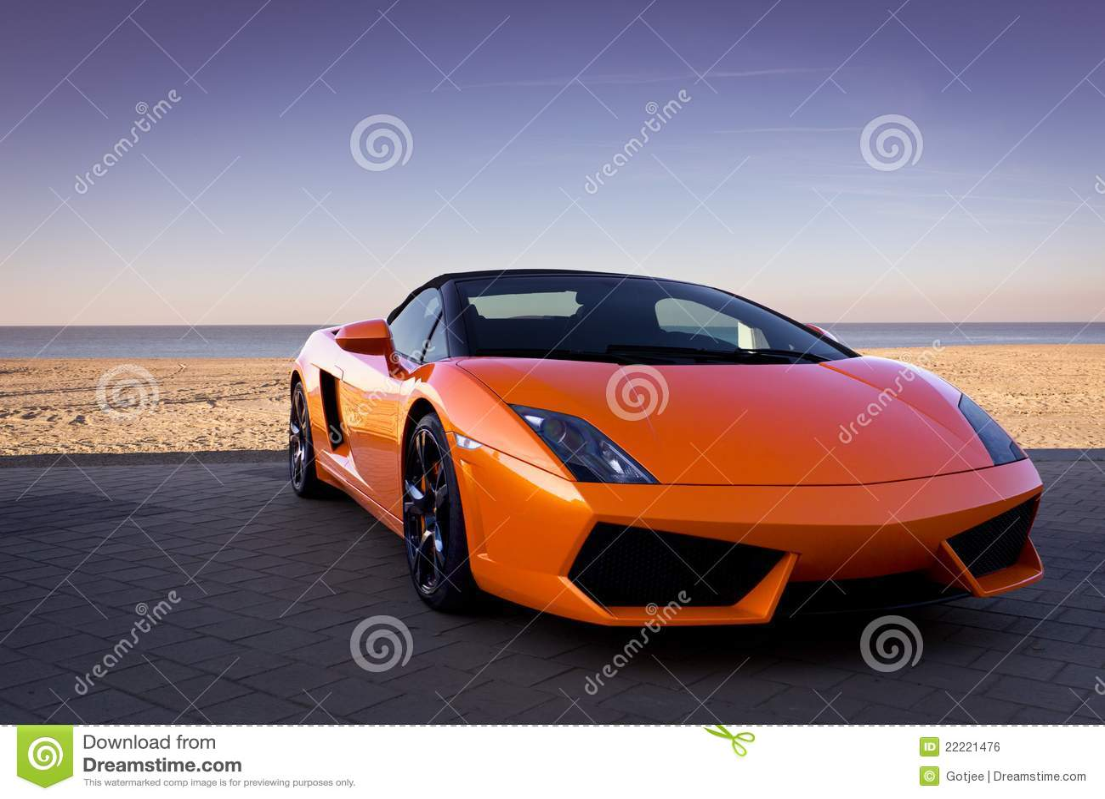 voiture de sport orange sexy luxueuse pr s de plage. Black Bedroom Furniture Sets. Home Design Ideas