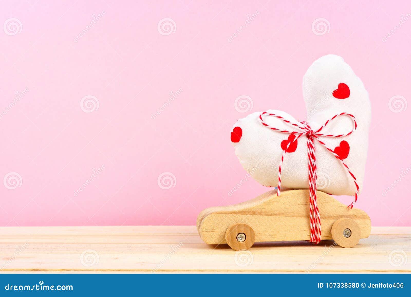 Le Photo Avec Voiture Bois De Rose Tissu Contre En Coeur Stock trdCshQ