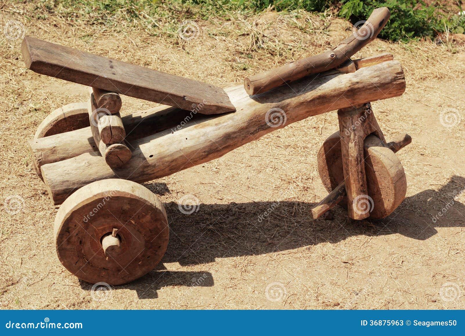 Voiture en bois de jouet pour des enfants photos stock - Jouet en bois enfant ...