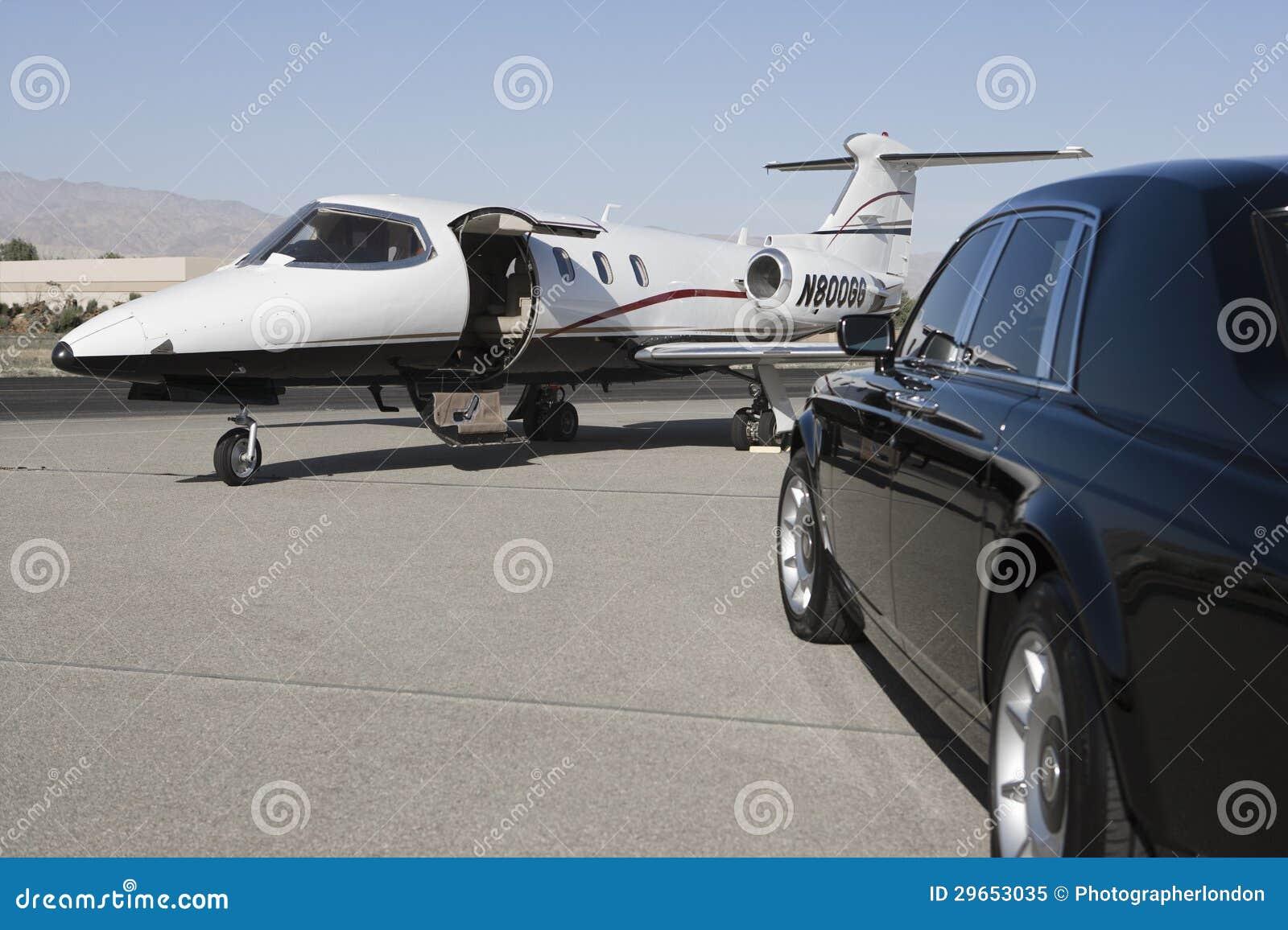 voiture et avion luxueux image stock image du outdoors 29653035. Black Bedroom Furniture Sets. Home Design Ideas