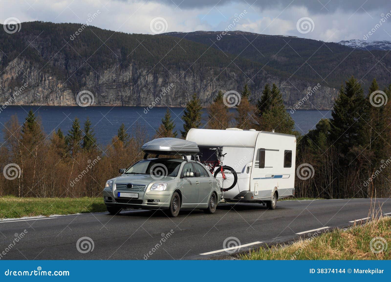 Voiture et caravane images stock image 38374144 - Caravane d architecture ...