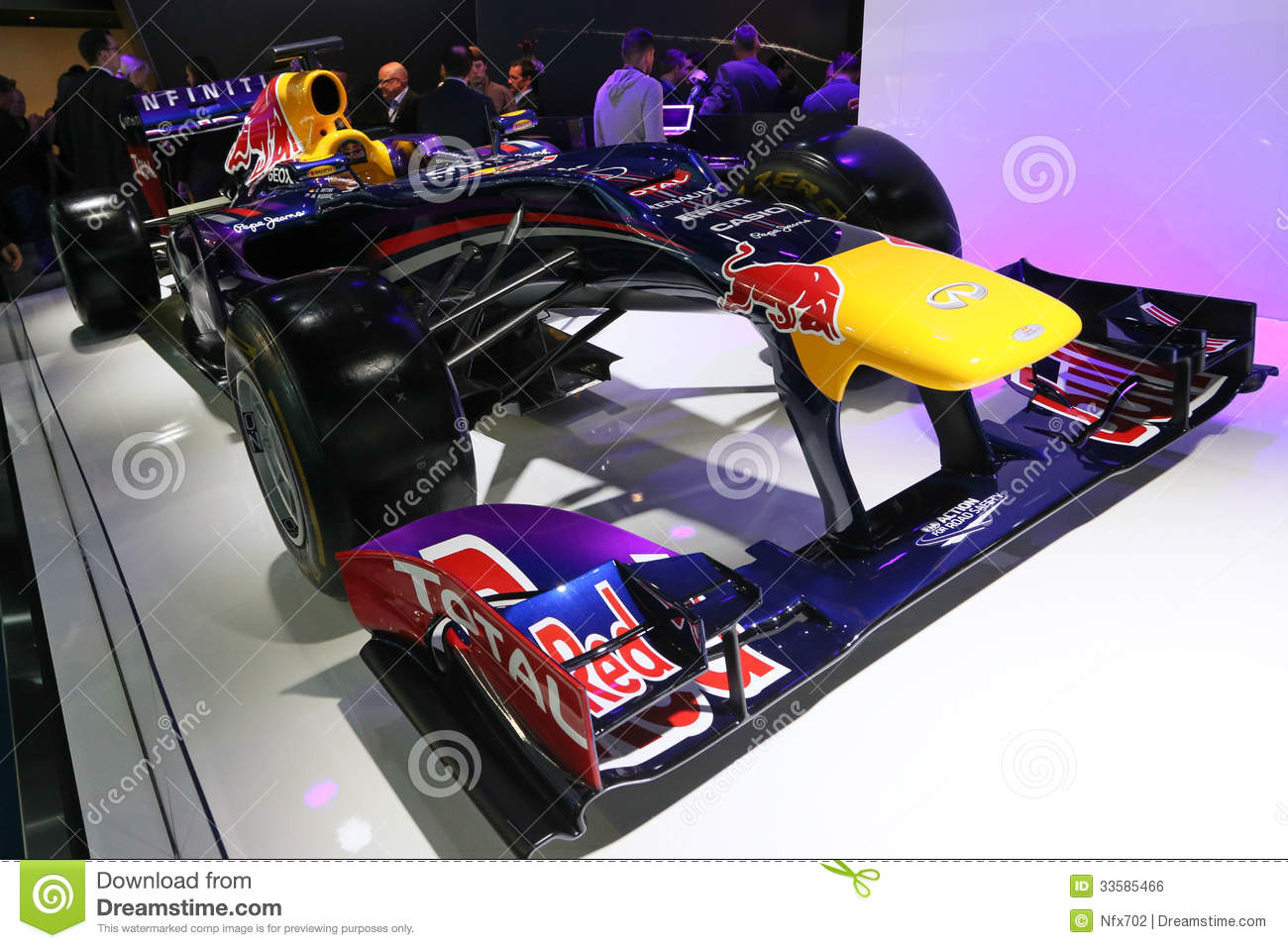 voiture infiniti red bull de la formule 1 emballant rb9 photo ditorial image 33585466. Black Bedroom Furniture Sets. Home Design Ideas