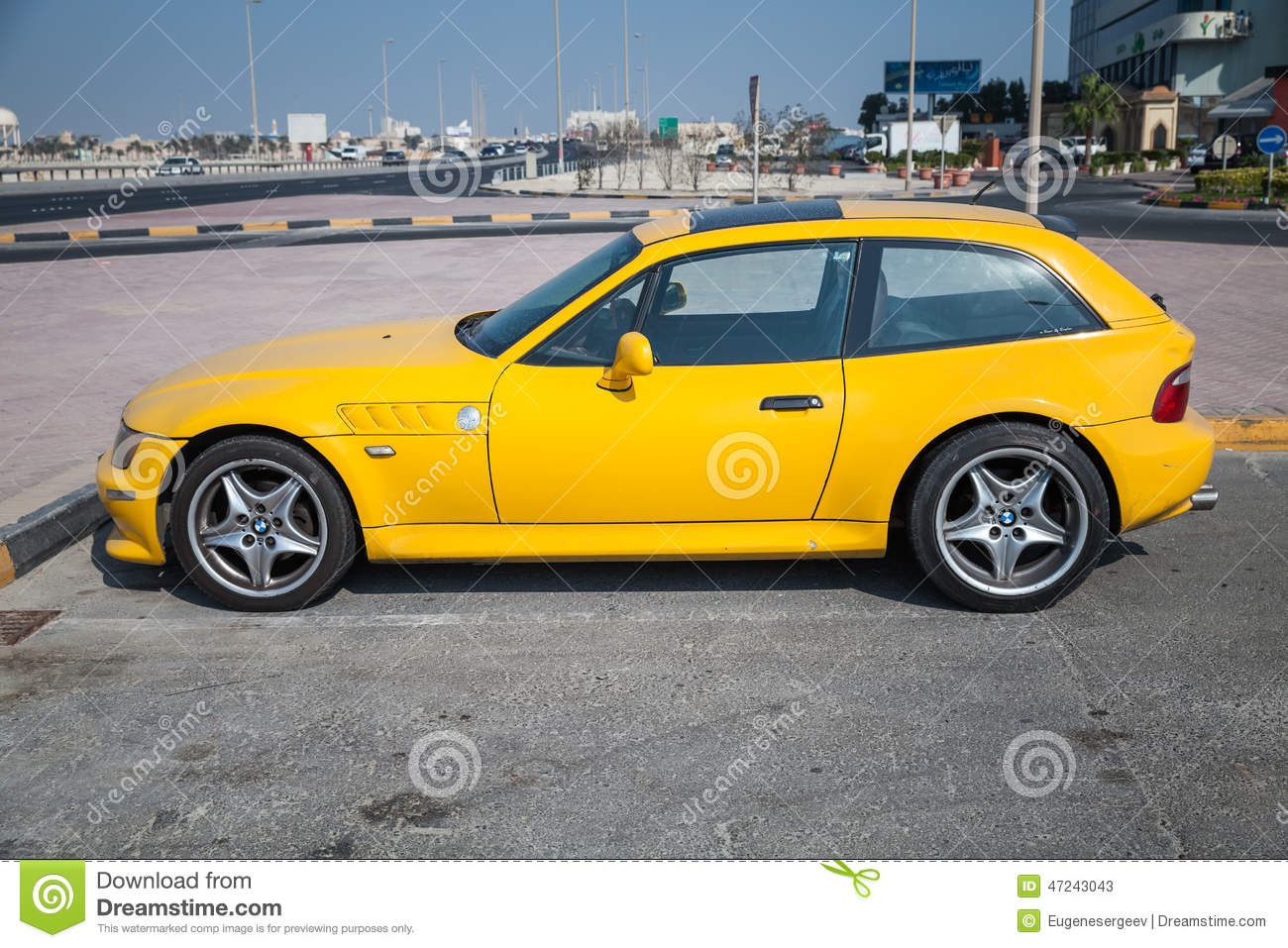 voiture jaune de bmw z3 m coupe photo stock ditorial image 47243043. Black Bedroom Furniture Sets. Home Design Ideas
