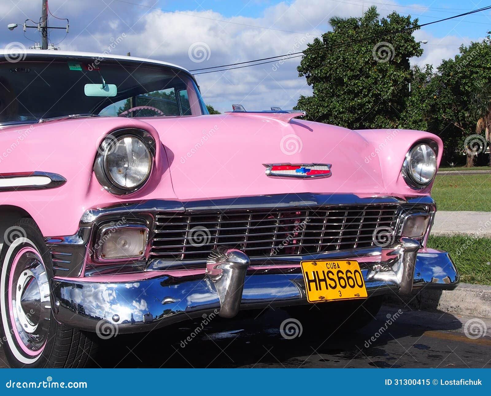 voiture rose de vintage en havana cuba image ditorial image du gril phares 31300415. Black Bedroom Furniture Sets. Home Design Ideas