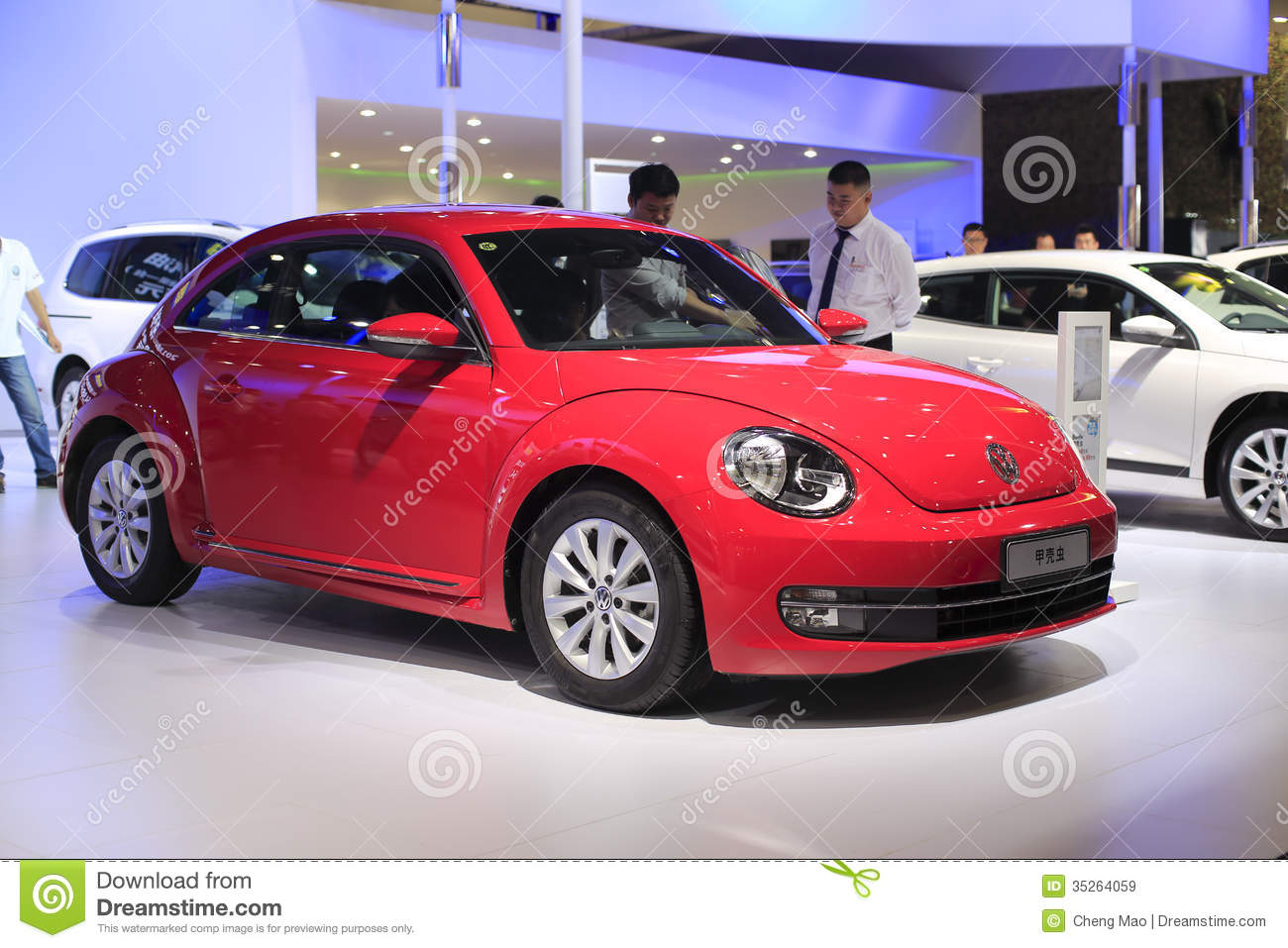 voiture rouge de volkswagen coccinelle image stock ditorial image 35264059. Black Bedroom Furniture Sets. Home Design Ideas