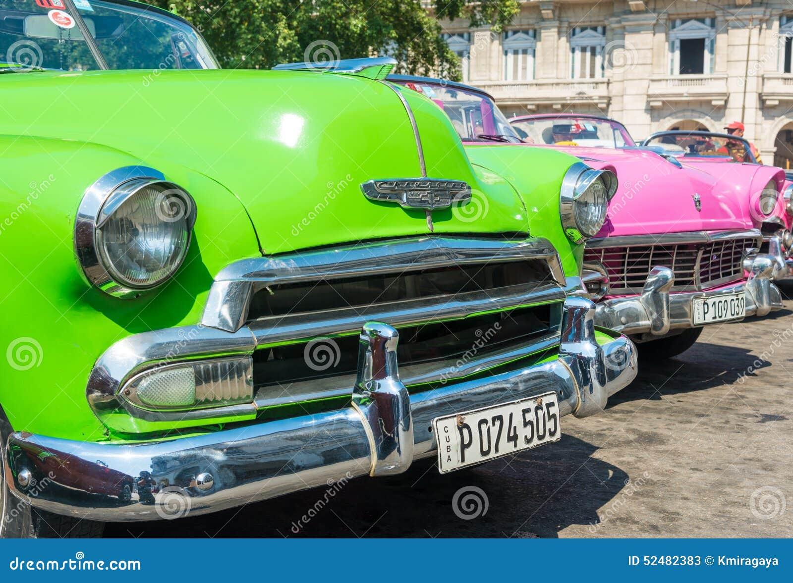 voitures am ricaines classiques color es la havane photo stock ditorial image du graphisme. Black Bedroom Furniture Sets. Home Design Ideas