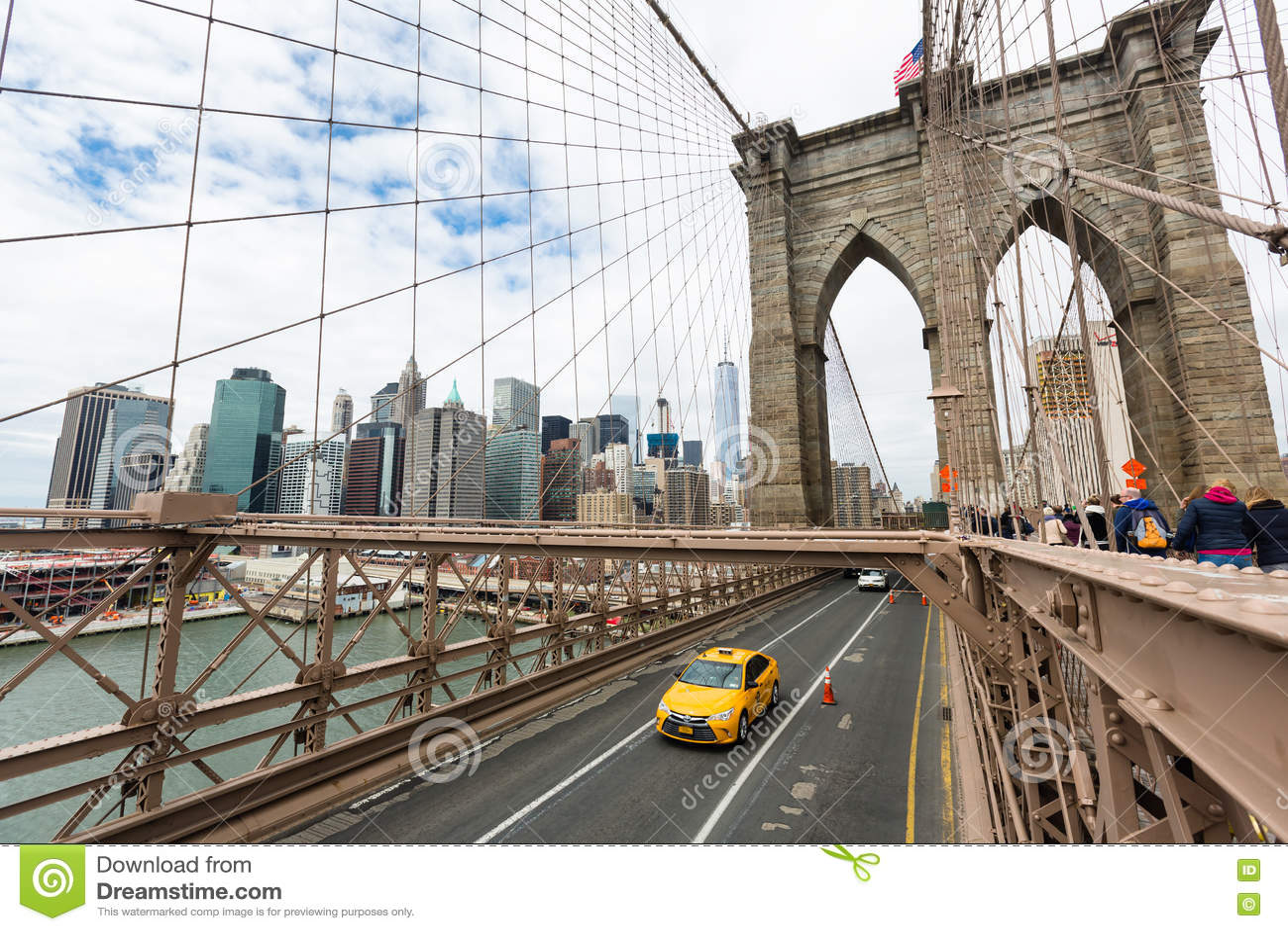 voitures croisant le pont de brooklyn new york photo stock ditorial image 75302608. Black Bedroom Furniture Sets. Home Design Ideas