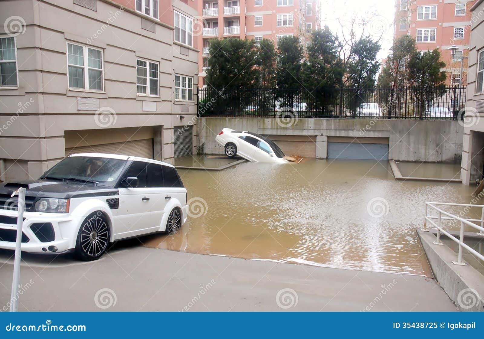 Voitures d 39 inondation photo libre de droits image 35438725 for Garage credit voiture