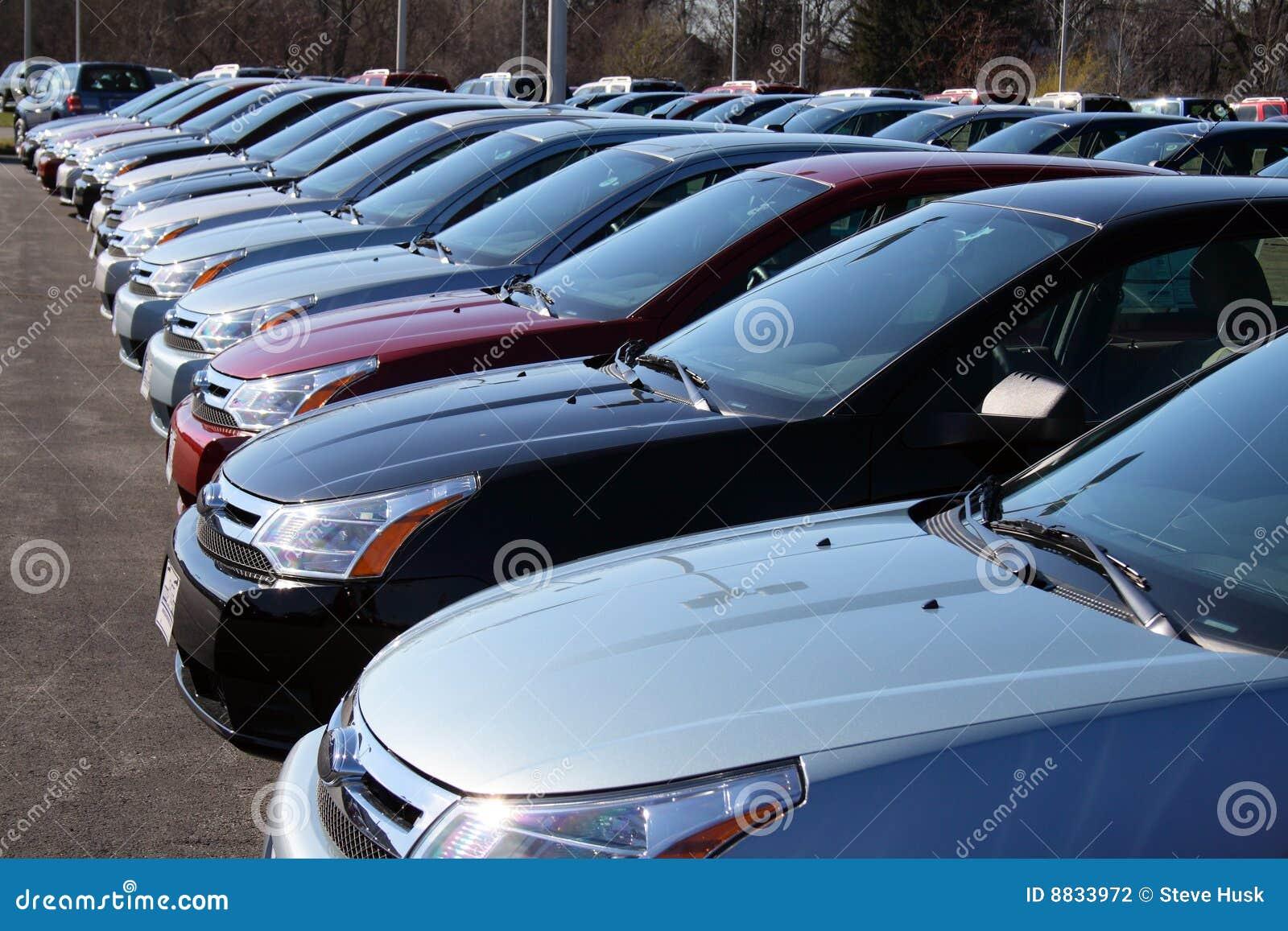 Voitures dans le nouveau sort de voiture