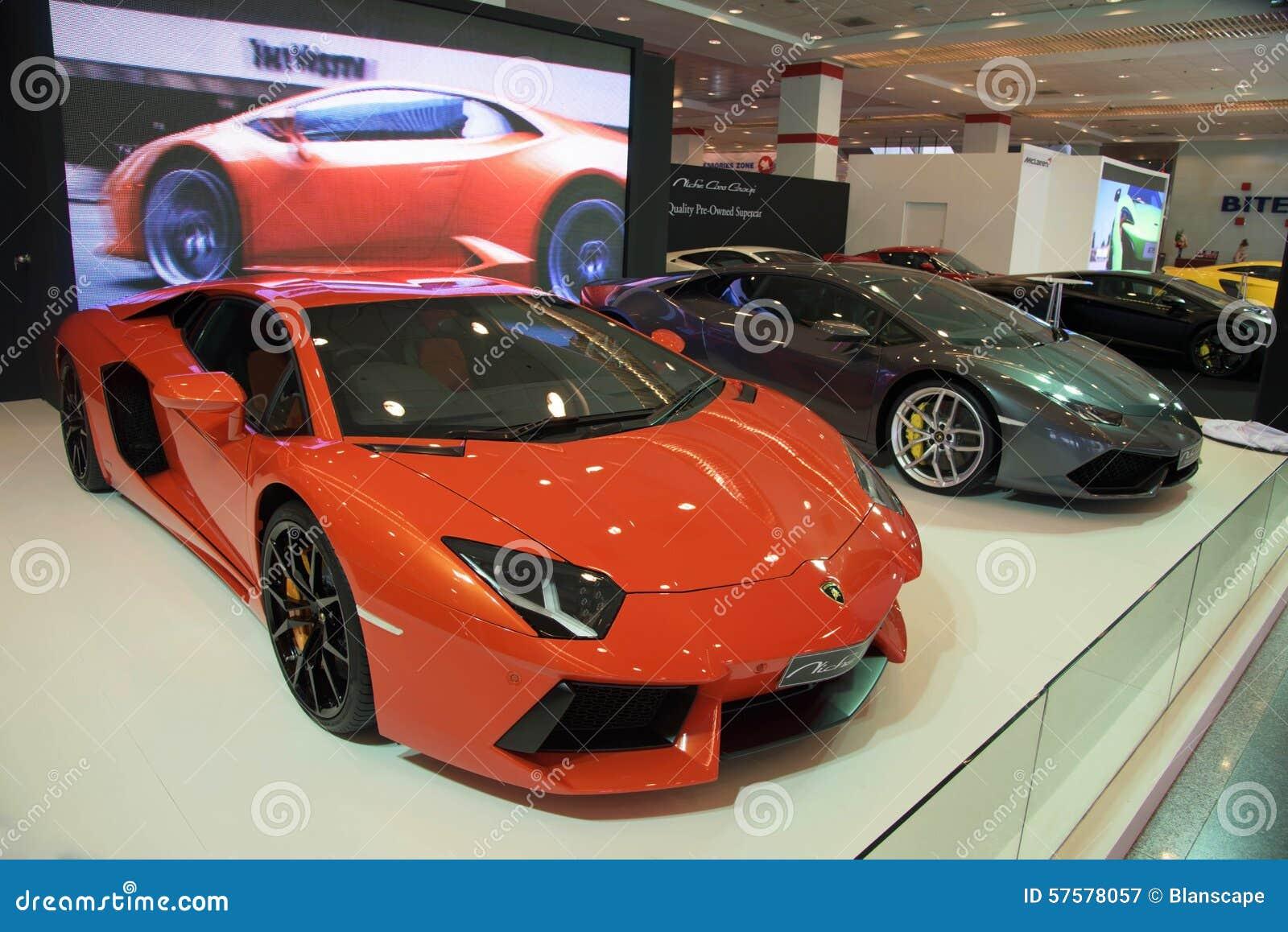 Voitures de luxe de Lamborghini sur l affichage