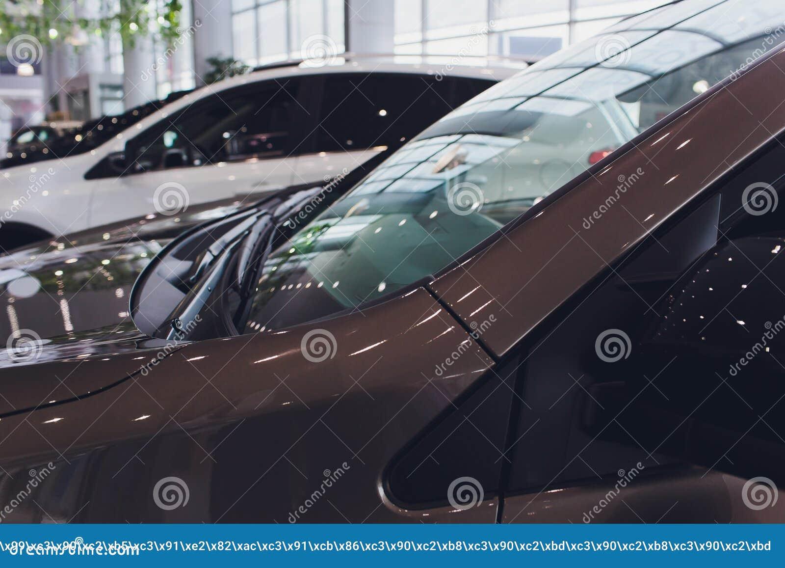 Voitures toutes neuves en stock Sort de v?hicules de concessionnaire Nouveau march? de voitures