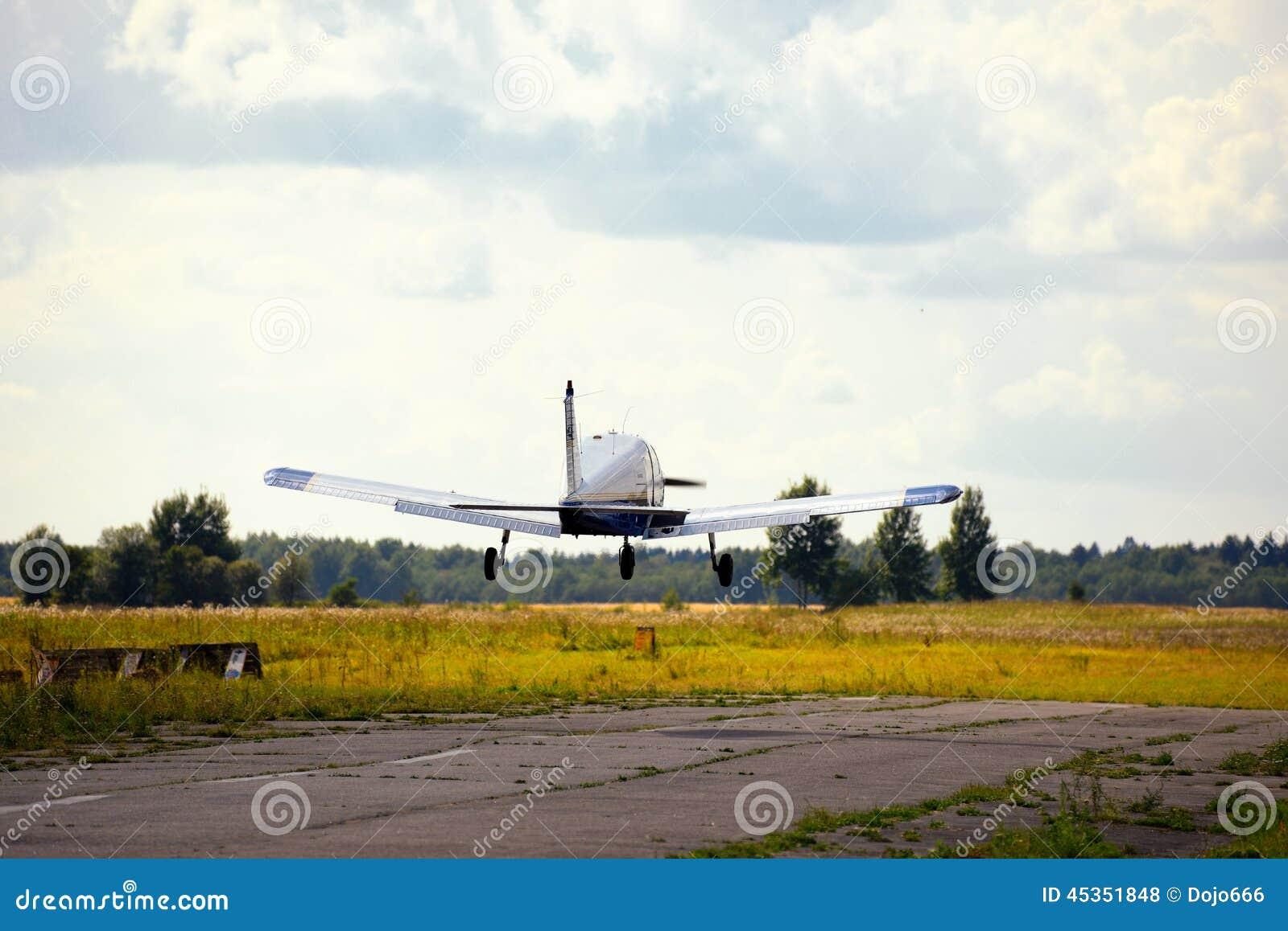 Vol ultra-léger d avion de poids dans le ciel