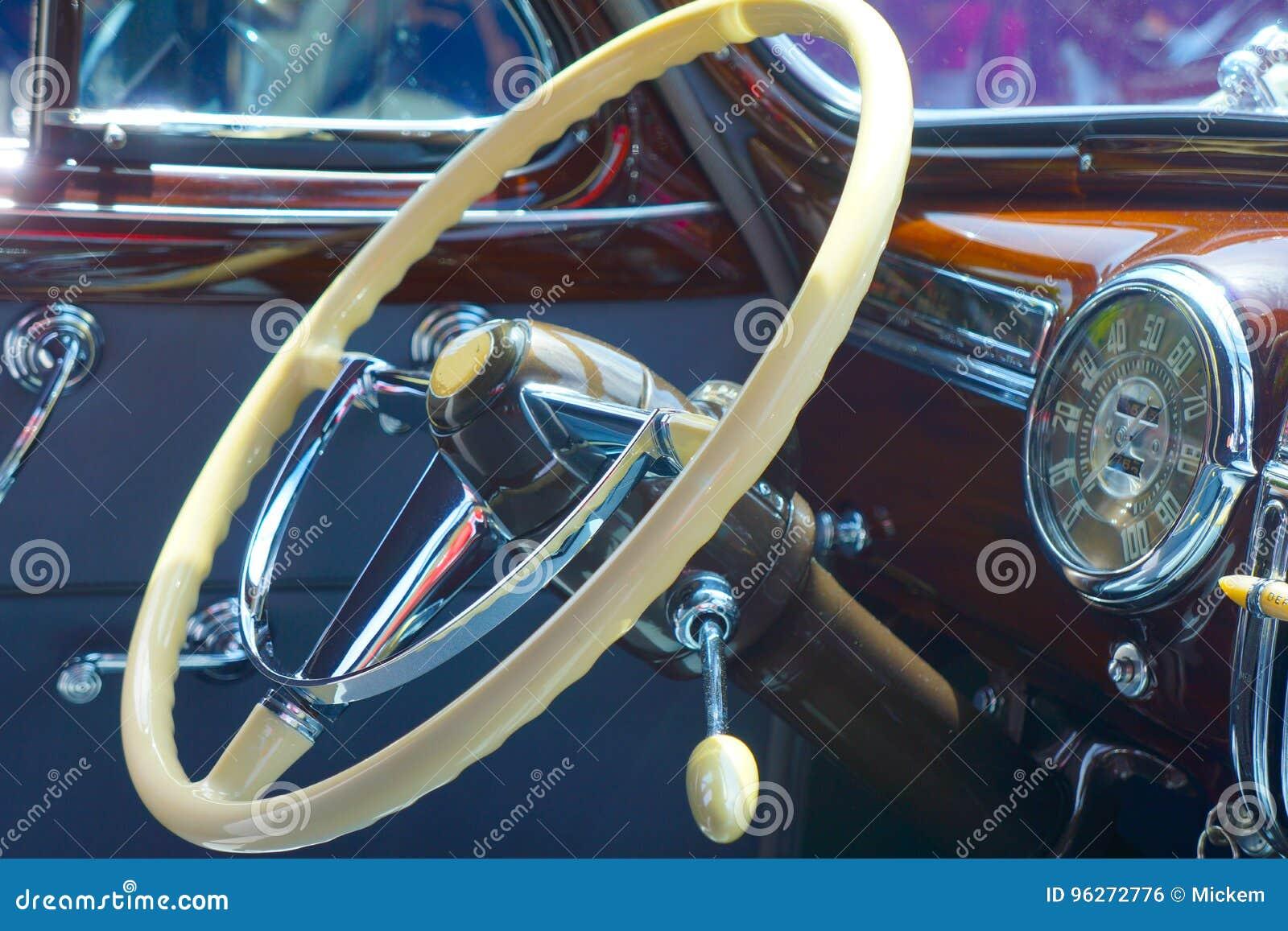 Volant classique de véhicule
