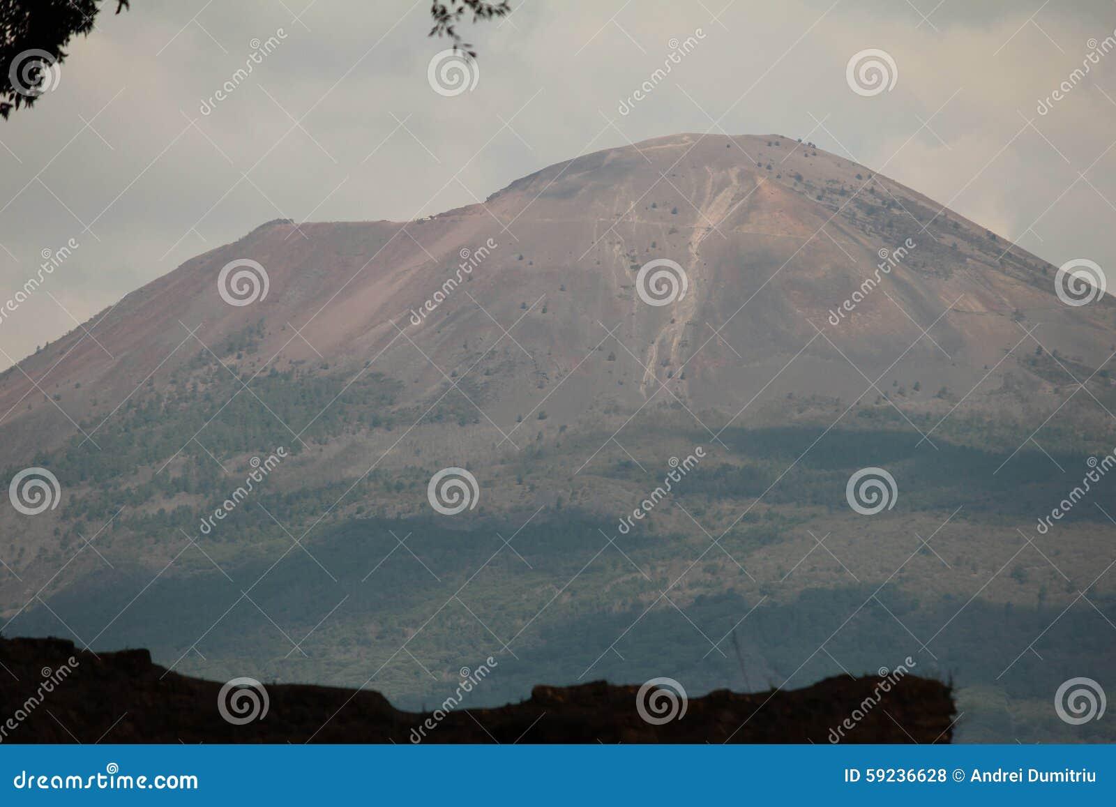 Download Volcán De Vesuvio Visto De Pompeya Foto de archivo - Imagen de pompeii, volcán: 59236628